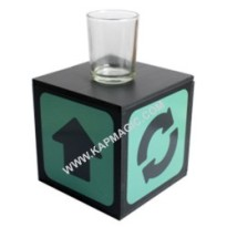 "Surprising Liquid Box  <img border=""0"" src=""http://kapmagic.com/products_pictures/FREEshippingw5w.gif"" width=""175"" height=""50""></p>"